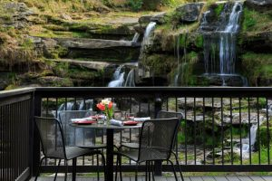 ledges-restaurant-deck-3_preview (1)